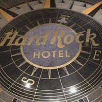 รูปภาพถ่ายที่ Hard Rock Hotel Las Vegas โดย jada_bloom เมื่อ 11/15/2012