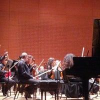 Das Foto wurde bei Alice Tully Hall at Lincoln Center von Jonathan M. am 11/6/2012 aufgenommen