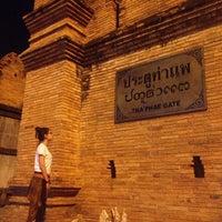 Foto scattata a Tha Phae Gate da Dewxy D. il 4/1/2013