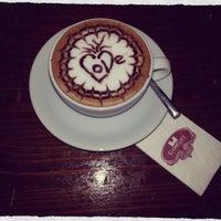 รูปภาพถ่ายที่ Camelot Cafe & Restaurant โดย Yunus C. เมื่อ 2/14/2013