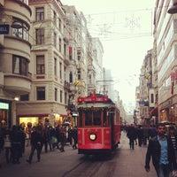 Das Foto wurde bei Demirören İstiklal von Vugar A. am 2/19/2013 aufgenommen