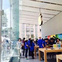 รูปภาพถ่ายที่ Apple Omotesando โดย inuro k. เมื่อ 6/13/2014