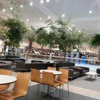 Foto diambil di Brisbane Airport International Terminal oleh Chin C. pada 12/12/2012