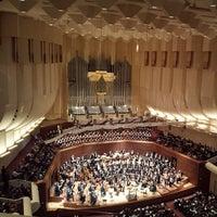 Das Foto wurde bei Louise M. Davies Symphony Hall von Ethan P. am 2/28/2014 aufgenommen
