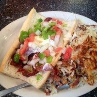 Foto scattata a Sarkis Cafe da Amanda H. il 6/15/2013