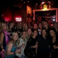Das Foto wurde bei Jolly's American Beer Bar & Dueling Pianos von John G. am 10/28/2012 aufgenommen
