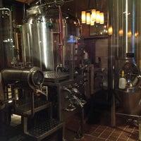 Foto tomada en Gordon Biersch Brewery Restaurant por J. B. el 1/20/2013