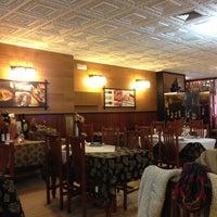 Foto scattata a Beef & Sushi da Diego R. il 12/2/2012