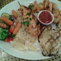 Foto tirada no(a) Shells Seafood por Lisa E. em 11/17/2012