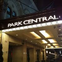 รูปภาพถ่ายที่ Park Central Hotel New York โดย Michelle M. เมื่อ 10/8/2012
