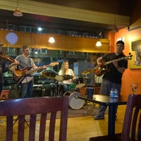 Foto tirada no(a) Dedham Square Coffeehouse por Maureen P. em 6/22/2014