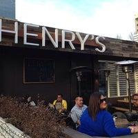 2/23/2014 tarihinde Tyler L.ziyaretçi tarafından Henry's Midtown Tavern'de çekilen fotoğraf