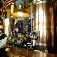 Photo prise au Chelsea Brewing Company par Lyudmila M. le3/26/2013