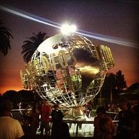 6/30/2013 tarihinde Chantel M.ziyaretçi tarafından Universal Studios Hollywood Globe and Fountain'de çekilen fotoğraf