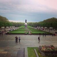 5/10/2013 tarihinde Elena K.ziyaretçi tarafından Treptower Park'de çekilen fotoğraf