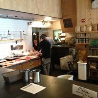 Das Foto wurde bei Tiago Espresso Bar + Kitchen von Nicolas R. am 4/29/2013 aufgenommen