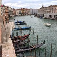 10/10/2013에 Joshua B.님이 Ca' Sagredo Hotel Venice에서 찍은 사진