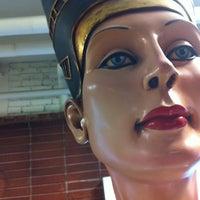 Foto tomada en Pacific Galleries Antique Mall & Auction House por Alan B. el 2/2/2013