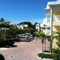 2/21/2013 tarihinde Diane L.ziyaretçi tarafından Southernmost Beach Resort'de çekilen fotoğraf
