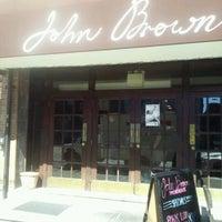 Das Foto wurde bei John Brown Smokehouse von Sharon C. am 9/23/2012 aufgenommen