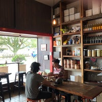 Photo prise au Anonymous Café par Jackie M. le11/5/2018