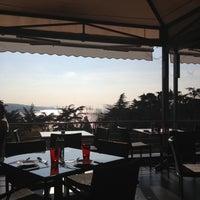 12/14/2012 tarihinde Mina Sedefziyaretçi tarafından Cafe Swiss'de çekilen fotoğraf