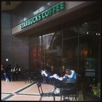 Das Foto wurde bei Starbucks von Kimo am 3/25/2013 aufgenommen