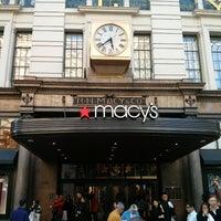รูปภาพถ่ายที่ Macy's โดย Michele S. เมื่อ 5/15/2013