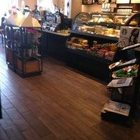 Foto tirada no(a) Starbucks por Clarence F. em 6/14/2013