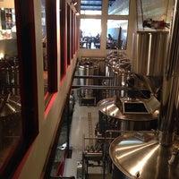 10/8/2013 tarihinde Gene Y.ziyaretçi tarafından Wolf's Ridge Brewing'de çekilen fotoğraf