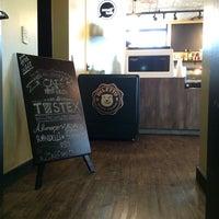 Foto scattata a Small Talk Cafe da fabio m. il 2/14/2014