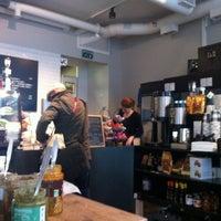 9/16/2012 tarihinde Sarah R.ziyaretçi tarafından SIS. Deli + Café'de çekilen fotoğraf