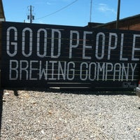 Foto tomada en Good People Brewing Company  por Tony A. el 5/25/2013