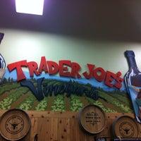รูปภาพถ่ายที่ Trader Joe's โดย Cassandra S. เมื่อ 10/26/2014