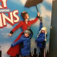 Foto tirada no(a) Disney's MARY POPPINS at the New Amsterdam Theatre por Maria C. em 2/25/2013