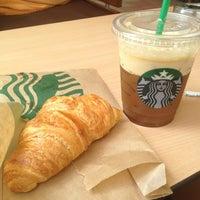 Foto tirada no(a) Starbucks por Stavros P. em 4/11/2013