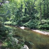 Foto scattata a Wissahickon Creek Trail da John L. il 8/6/2017