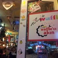 10/9/2012 tarihinde Kubilayziyaretçi tarafından Waffle'cı Akın'de çekilen fotoğraf