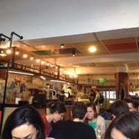 Foto tomada en Chicago Café por Roxanne V. el 11/2/2015