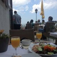 Foto tirada no(a) Greiffenegg Schlössle Restaurant por Арина Б. em 7/7/2013