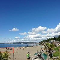 6/2/2013 tarihinde Banafsheh Z.ziyaretçi tarafından Alki Beach Park'de çekilen fotoğraf