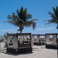 Foto scattata a Mamita's Beach Club da Madhumanti S. il 2/23/2013