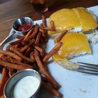 Снимок сделан в Mo's Restaurant пользователем Meg S. 11/30/2012