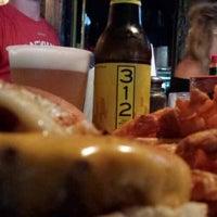 Das Foto wurde bei Mahoney's Pub & Grille von fernando p. am 6/23/2013 aufgenommen