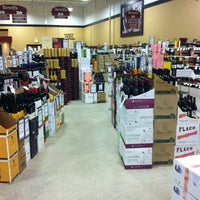 Foto tomada en Binny's Beverage Depot por Tranette W. el 3/7/2013