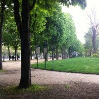 Foto scattata a Jardins des Champs-Élysées da Наталья С. il 5/2/2013