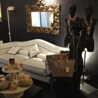 4/9/2013에 Alessandra L.님이 Bozart Showroom에서 찍은 사진