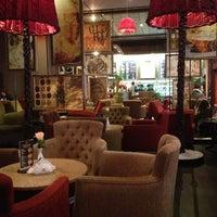 Снимок сделан в GLORY CAFE пользователем Алёна 🍀 Э. 10/13/2012