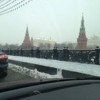 Photo prise au Bolshoy Kamenny Bridge par Alexa A. le3/13/2013
