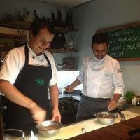 10/16/2012 tarihinde Decoziyaretçi tarafından Suri Ceviche Bar'de çekilen fotoğraf